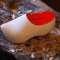 Holzschuh Spardose - Notgroschen in Rot