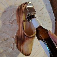 Wandflaschenöffner im Holzschuh Design zum Aufhängen