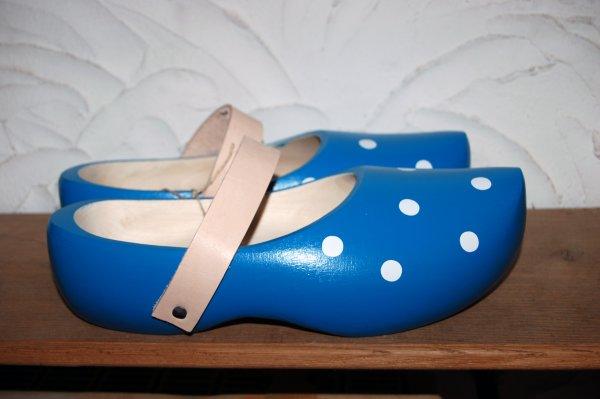 Holzschuhe Hänsel in der Farbe Himmelblau